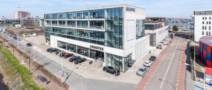 Modebedrijf huurt circa 5.297 m² kantoorruimte in de Houthavens te Amsterdam